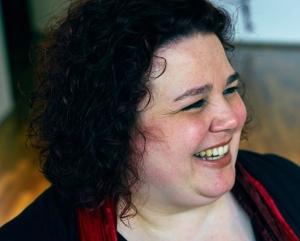 Andrea Feodora Bernhardt Profilbild, herzliches Lachen, strahlend, freundlich